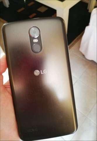 LG STYLUS 3 con sus accesorios